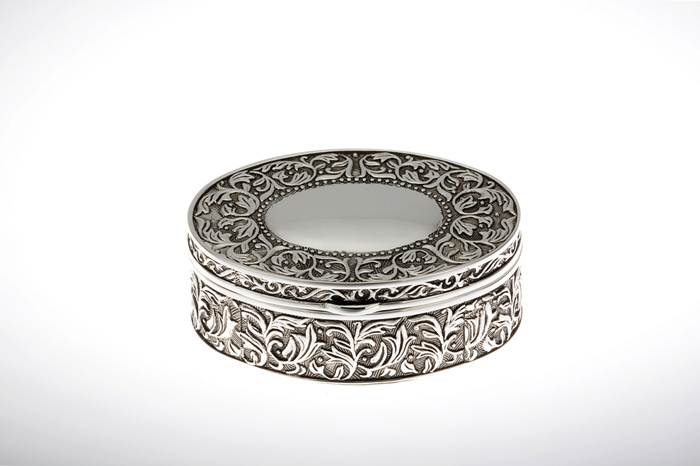 Jewelery Box Oval with Embossment / Antic Finish